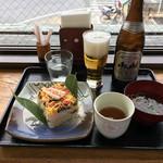 錦帯茶屋 - 岩国寿司と瓶ビール