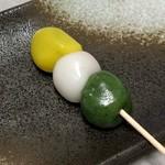 萌えぎ屋 - もえぎだんご・三色だんご(130円)