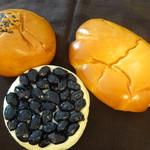 美瑛小麦工房 - びえいのあんパン:土日限定 びえいのくりぃむぱん:びえいの黒豆パン