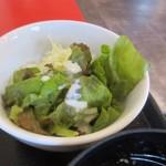 大衆餃子酒場ケンケン - 定食のサラダは野菜のミニサラダ、先ずは此方をいただいてランチタイムのスタートです。