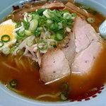 旭川ラーメン - 醤油ラーメン550円税別 塩より少し塩分高いかも、こちらもアッサリしたスープです。08/09