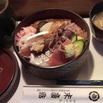 Suehirozushi - お昼のサービスちらし\945