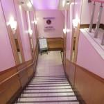 カフェ ベローチェ - 階段をおりて
