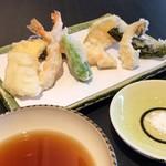 与太呂 - 天ぷらはつゆと塩で