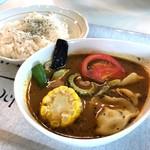 Kuu - 鶏スープ エビ餃子とニラ餃子のスープカレー