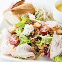 ビストロ・ダルテミス - (週替り)具だくさんの野菜サラダランチ