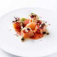 ビストロ・ダルテミス - タスマニアサーモンの軽い燻製 赤ピーマンのムースとトマトのクーリー