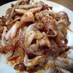 やきとん玉や - オオガリ焼き(550円)♪喉の軟骨付近のお肉を直火で炙っています。ピリ辛☆