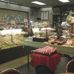 梶山 - 内観写真:季節を感じていただくためのお店づくりを心がけています。