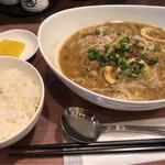 アジアン酒場 親の家 - モヒンガー(魚スープそう麺) 800円。