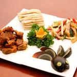 栄華楼 - 五種類の前菜盛合せ