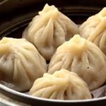 栄華楼 - スープたっぷり上海蟹みそ入り小龍包