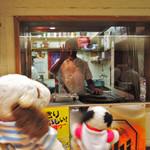 73411387 - 梅田でランチを食べようと、大阪駅前ビルをうろうろするボキら。                       スリランカ料理のお店の前を通りかかったら、                       スリランカ人のシェフが手をふってくれました。                                              ちびつぬ「イケメンね~♪」