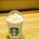 スターバックス・コーヒー - ほうじ茶クリームフラペチーノwithキャラメルソース カスタマイズしました。 シロップ少なめ茶葉多め〜〜♪甘さが控えられて良かったです。