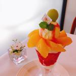 ザ・東京フルーツ パーラー - プラムのパフェ