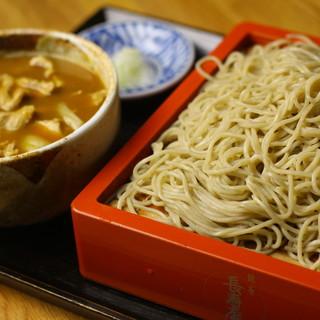 """自慢の""""そば""""は、北海道の自家農園で栽培した玄そばを使用"""