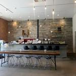 デコ カフェ - 店内カウンター