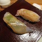 鮨の間 - 細魚と平目の昆布〆