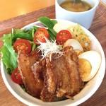 ボウルズキッチンオハナ - 豚角煮唐揚げ丼