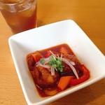 ボウルズキッチンオハナ - 前菜の酢鶏 ドリンクバーよりフルーツティー