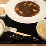 ゴールデンユニコーン - 自家製甜麺醤とブラックビーンズの麻婆豆腐1000円