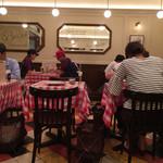 神楽坂 グラタン食堂 ボン・グゥ - 店内は可愛らしいヨーロッパって感じ