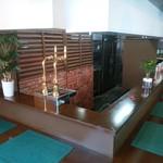 カフェ&ダイニング 北海道マルシェ - 一人でも気軽に来れるカウンター席