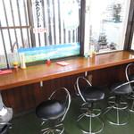 信州生そば - 椅子もあります。