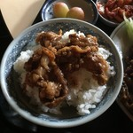 肉のやしろ 青木亭 - 焼き肉丼完成