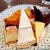 ガトーマスダ - 料理写真:ラッキーな1皿目(オレンジタルト、スフレチーズケーキ、レモンパイ、フルーツアラカルト、ブルーベリーチーズケーキ、ガトーショコラ)@真ん中のレモンパイは通常サイズで美味しかったです
