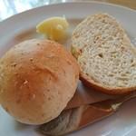 紙ひこうき - 自家製ハルユタカのパン