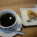 Vege Kitchen Awajin - ランチのコーヒー¥216とプチデザート¥216