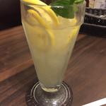 73456996 - レモンスカッシュ^^レモンいっぱい♪レモンは…  ホニャララの 味w