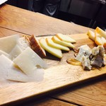 オステリア・ウネット - チーズ四種盛