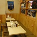 よいまち食堂 - <店内・四角いテーブル席>