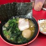 横濱家系ラーメン 勝鬨家 -