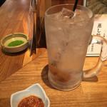 博多うどん×すだち餃子 大衆酒場博多どんたく - いかなんこつチャンジャ¥280と、梅干しどでかサワー¥680