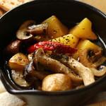 お野菜小皿料理のワインバル KiboKo - 旬野菜と根菜のアヒージョ