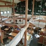 平塚漁港の食堂 - そこから入るとこんな感じ