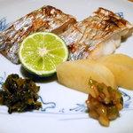 ふくすけ - 太刀魚塩焼 表面はパリッと香ばしく、中はふんわり柔らかさを残して焼き上げるのがコツ。