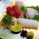 ふくすけ - お造り盛合せ 鮮魚は中央卸売市場で長年信頼を置く店からの仕入れ。吟味に手抜かりはない。