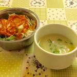 ナマステ ガネーシャ マハル - ランチにセットされる、サラダとスープ。スープは熱いので注意。