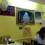 ナマステ ガネーシャ マハル - 店内風景。シンプルにインド風。