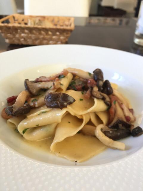 ヴィア トスカネッラ - パッパルデッレ パンチェッタと平茸のソース