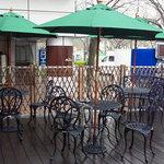 カフェ ラグーン - ワンちゃん同伴okのテラス席桜並木に面していて、とても綺麗