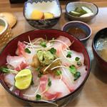 三田 山田屋 - 生うに入り鯛どんぶり 1450円。