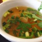 プアンタイ - パクチー入りスープ。
