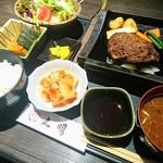 73495974 - A5等級飛騨牛100%ハンバーグ御膳+カクテキ