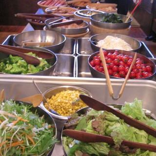 健康にこだわった、手作りサラダ手作り惣菜が食べ放題!