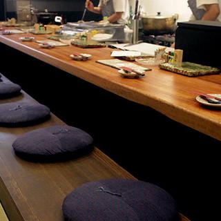 2Fには宴会におすすめの個室とテーブル席
